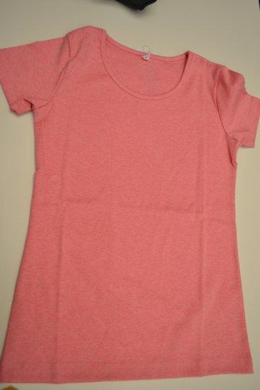 シンプルな汗シミの目立たないTシャツ