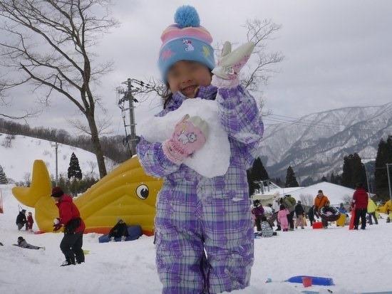 スキー場での雪遊び