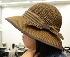 ペーパー素材の麦わら帽子