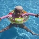 プールの帽子はお揃いが絶対カワイイ!お揃いの帽子がある水着をあつめました。