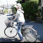 本当に自転車でも帽子が飛ばないのか?ベルメゾンの「風で飛びにくい」帽子を実験してみた